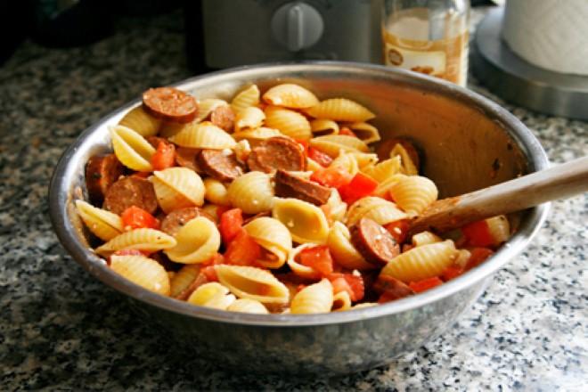domates-soslu-peynirli-makarna-1