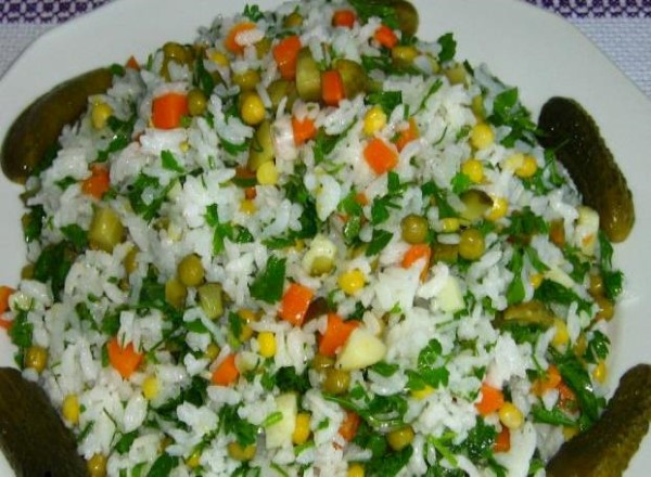 pirinc-salatasi-yapimi