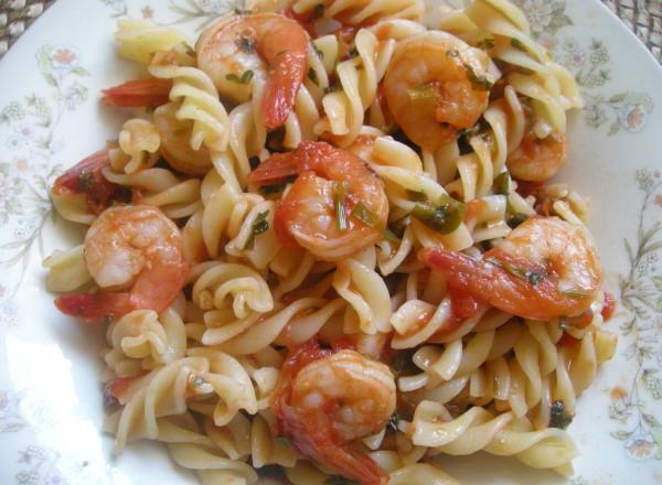 domates-soslu-karidesli-makarna-tarifi