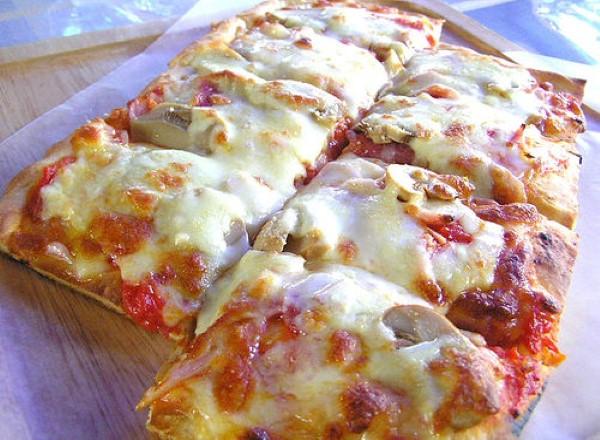 ev-yapimi-karisik-pizza-nasil-yapilir-1