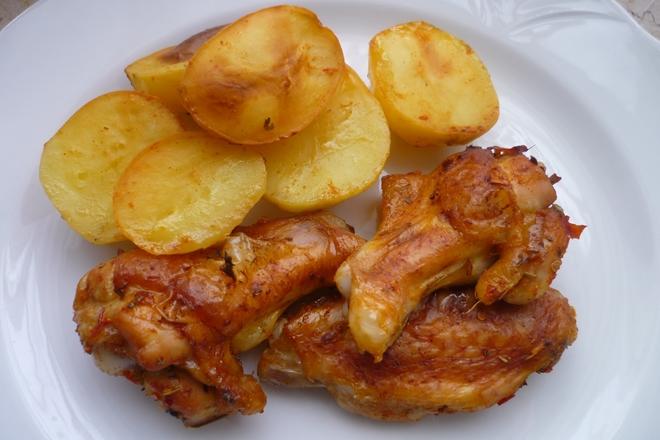 Fırında Soslu Patates ve Tavuk Kanat Tarifi Videosu